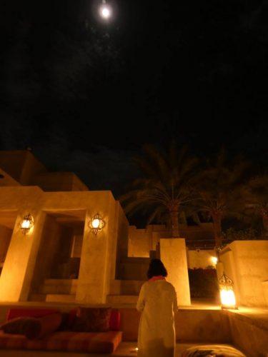 ドバイの満月